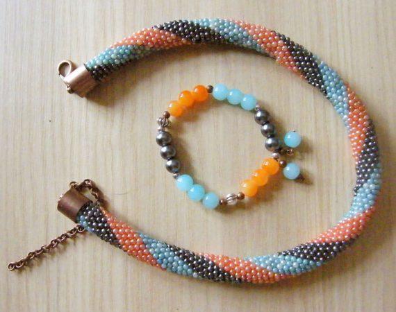naszyjnik z koralików i bransoletka na gumce