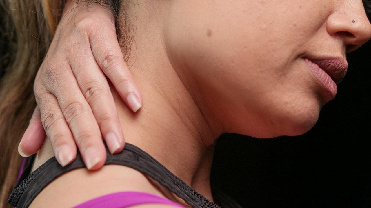 Jak siedzący tryb życia wpływa na twój kręgosłup?
